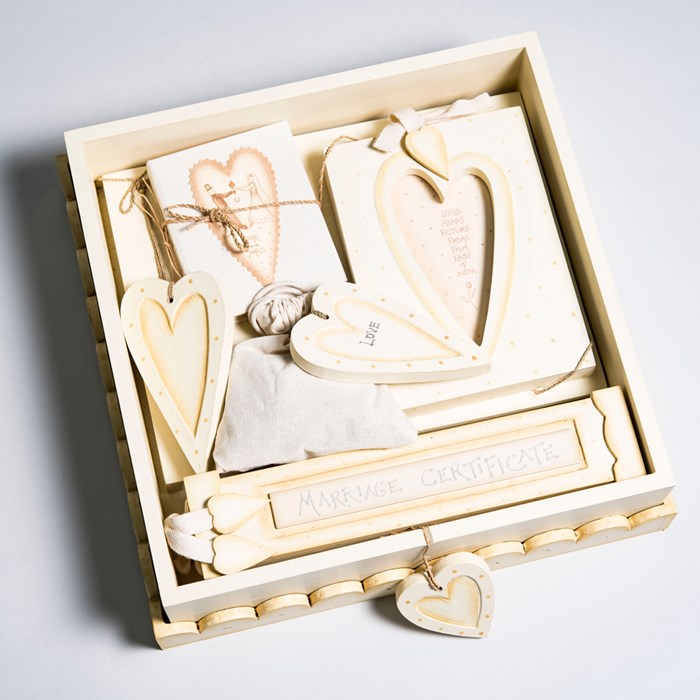 Original Wedding Gifts Uk : Wedding Box Gift Set Wedding Gifts GettingPersonal.co.uk